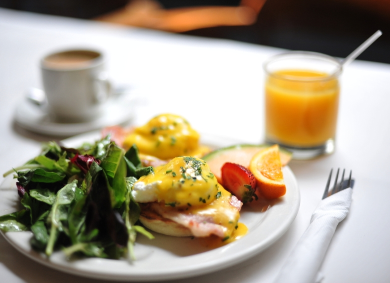 → Eggs Benedict with Peameal Bacon and a Spinach Salad